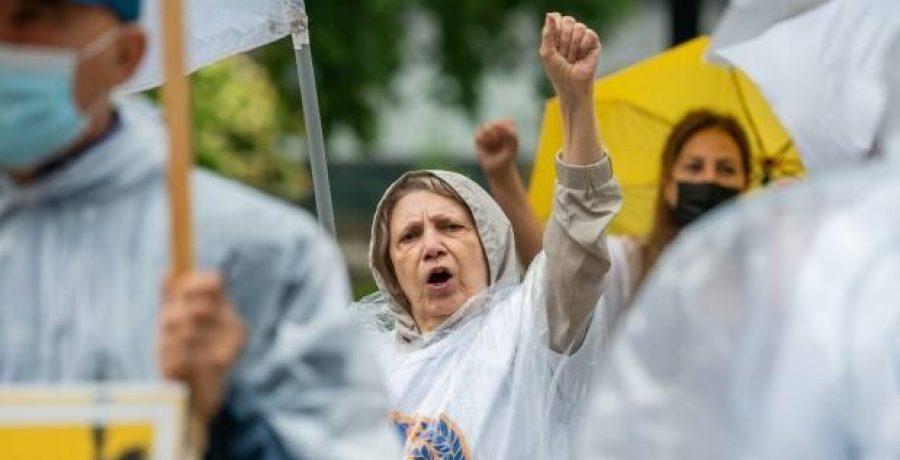 تحریم و اعتراض به سیرک انتخاباتی رژیم توسط مادران شهیدان وحامیان مقاومت در تورنتو
