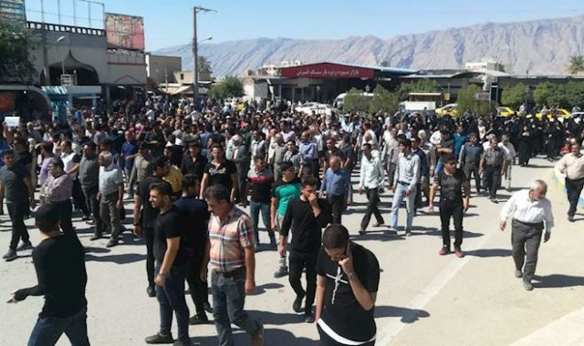Iran: Thousands Resume Protests In Kazeroun Against City Division